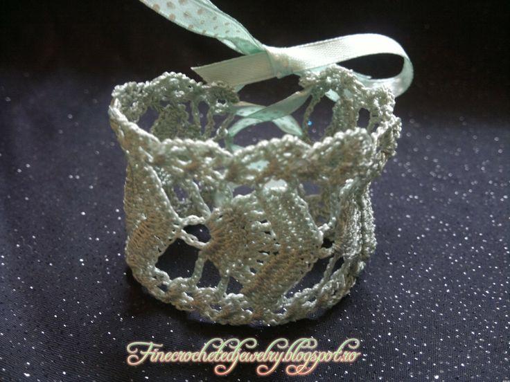 Crochet green lace bracelet www.finecrochetedjewelry.blogspot.ro