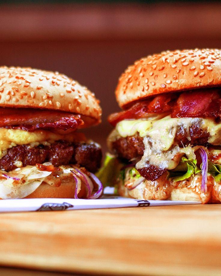 💥São mais de 35 opções de burgers pra você! 😋Corre pra #LaBrasaBurger e escolha o burger que é a sua cara. 🤤🍔 ⠀ ~~ ⠀ ⠀ ⠀ ⠀ #burger #hamburger #hamburguesa #instaburger #hamburguer #burgernation #burgerlovers #burgerporn #burgertime #shareyourburger #rango #foodies #goodies #instagood #instafood #foodlovers #phaat #eatfamous #hamburguerartesanal #franquia #business #sucesso #money #conceito #expansao #negócios #suporte #franqueado