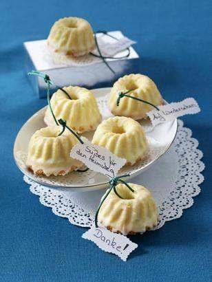 Mini Gugelhupfs zum Verschenken Rezept: Stücke,Margarine,Zucker,Vanillin-Zucker,Salz,Zitronensaft,Eier,Mehl,Backpulver,Puderzucker,Blech