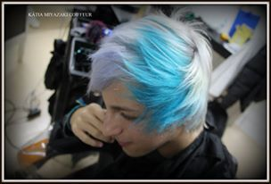 Katia Miyazaki Coiffeur - Salão de Beleza em Floripa: cabelo masculino platinado - fios longos - loiro -...