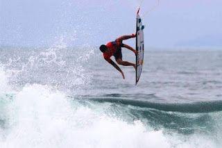 Blog Esportivo do Suíço:  Medina leva susto, mas avança em etapa da segunda divisão do surfe em Maresias