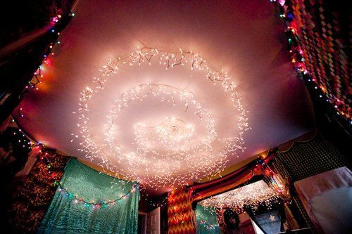Awesome decorate ceiling with tons of lights. #dorm #college #love