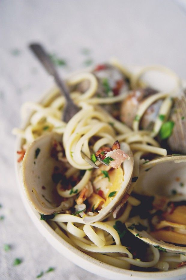 Linguine With Clams leave out the bacon in this dish to make it a true Pescetarian dish! //Manbo