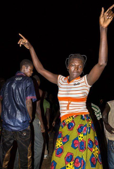 Мы хотим танцевать: Как выглядит сельская дискотека в Африке. Изображение №22.