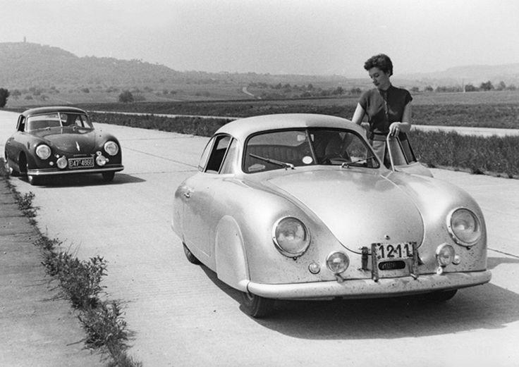 Gilberte Thirion neben ihrem Porsche 356, dem späteren Siegfahrzeug der Rallye Liège-Rome-Liège