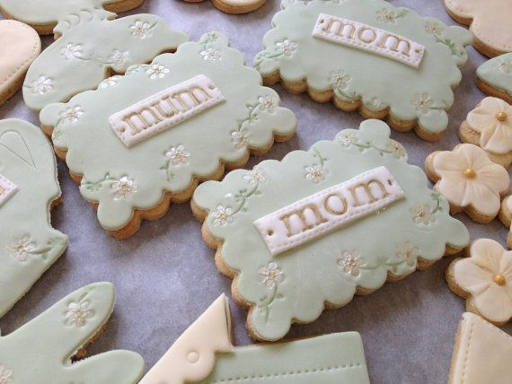 Love you Mum cookie Gift box by NilaHolden on Etsy, perfect for Mother's Day or Mum's birthday!
