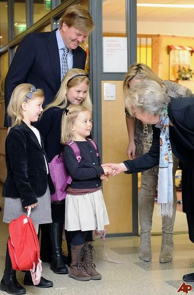 tripleaprincesses:  Ariane's first day of school-Princesses Alexia, Ariane, and Catharina Amalia with their parents, 2012