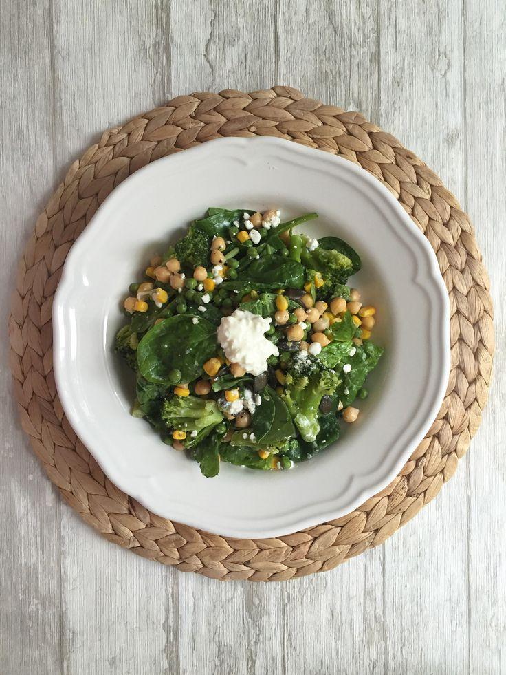 Salat mit Kichererbsen und Spinat