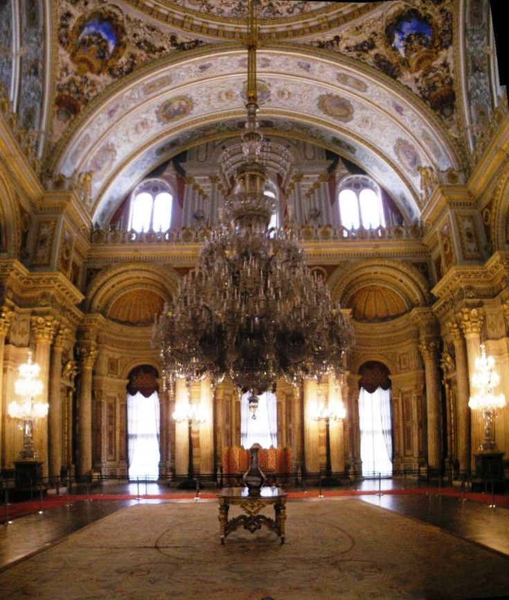 Ceremonial Hall (Muayede Salonu) in Dolmabahçe Palace, Istanbul with the largest chandelier in the world (a gift from Queen Victoria)