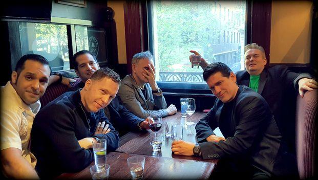 Morrissey with Gustavo Manzur, Matthew Ira Walker, Jesse Tobias, Boz Boorer e Mando Lopez in Melbourne, Australia, 2016 -- via True To You.