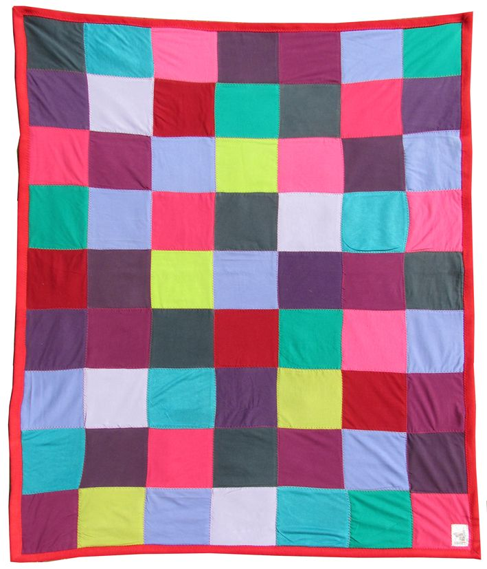 upcycle, recycle, clothes, clothing, tees, t-shirt, tshirt, kleding, old, used, recycling, deken, blanket, patchwork, cover, scrap, scraps, square, quilt, quilting, fleece, handwerkjuf, handwerkjuffie, hergebruik, craft, handwerken, naaien, sewing, sew, stephanie haytink