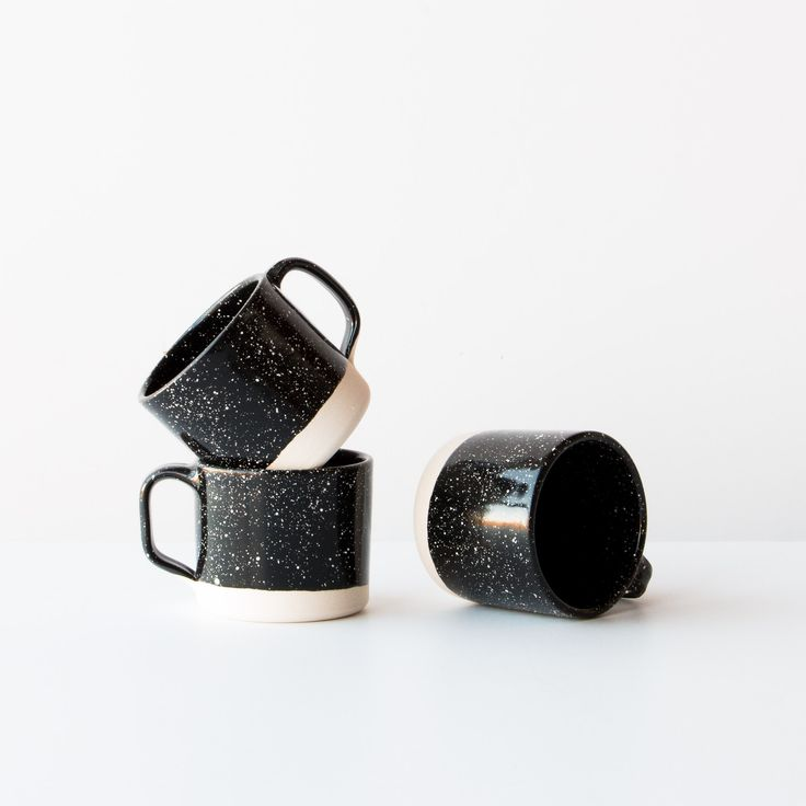 A beautiful black porcelain cup with white dots reminiscent of old-fashioned steel dishes. With an enamel coating in black with white speckles. These cups are low enough to suit most espresso machines.