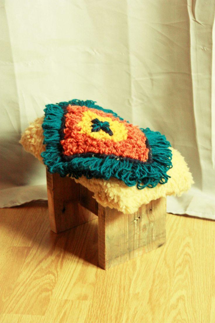 Mini banc ou repose-pieds unique décoration tissage de laines : Meubles et rangements par chateau-la-palette