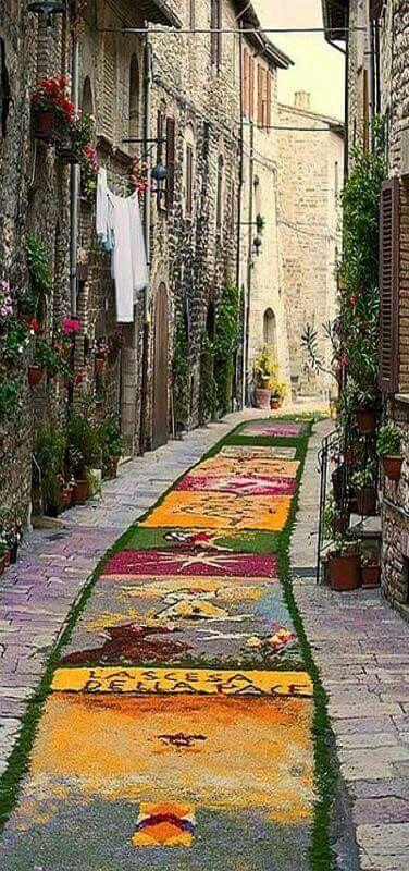 Arte en las calles de Assis en Italia