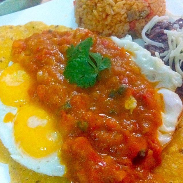 Now available @ Sabroso Mexican a Tapas & Bar - 9件のもぐもぐ - Huevos Rancheros by Jorge Bernal Márquez