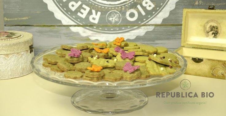 Video: Fursecuri festive cu ceai matcha, spirulină și ulei de cocos – Republica BIO