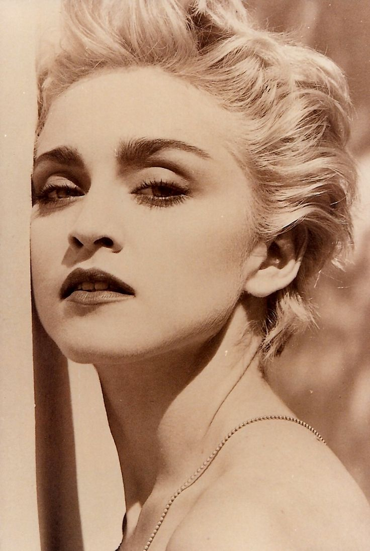 best 25 madonna 80s ideas on pinterest madonna in the 80s madonna 80s outfit and fashion in. Black Bedroom Furniture Sets. Home Design Ideas