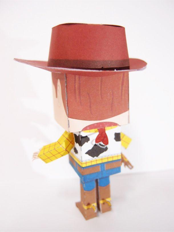Le shérif Woody, c'est le jouet préféré d'Andy et le chef de tous les jouets. Normal qu'un papercraft lui soit consacré… Et c'est le jeune Malaisien Steven-YKT de Boxes Header Workshop qui s'y est collé. Il a d'ailleurs bien faitLire la suitePapercraft du Shérif Woody – Toy Story