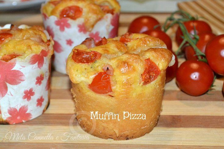 Muffins pizza con prosciutto cotto pomodorini e mozzarella