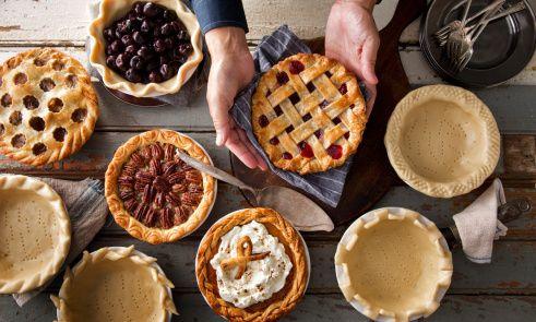 Nine ways to decorate a pie crust.