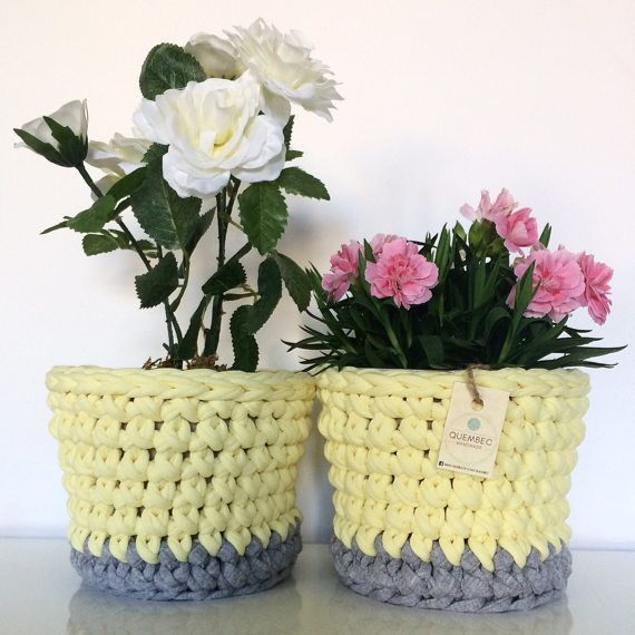 Set of 2 crochet plant pot covers.  Color: light grey and yellow.  Measures: 15x15x12 cm  Material: cotton and lycra upcycled t-shirt yarn  Plant pots included.  Great gift idea
