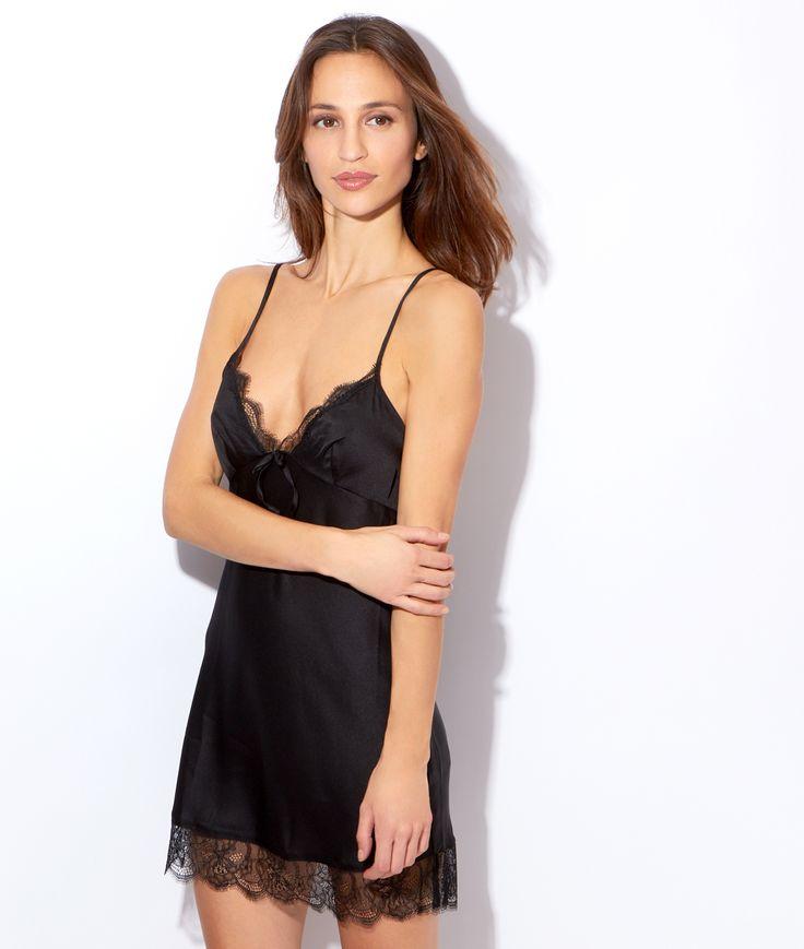 Accessoire de lingerie, la nuisette en dentelle séduit en suggérant plutôt qu'en montrant. Sensuelle et sexy, elle laisse deviner les courbes du corps sans tout dévoiler. Référencée en plusieurs versions, la nuisette dentelle pas chère est confectionnée dans des tissus doux et des couleurs féminines.