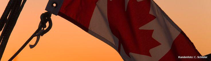 Kanada-Flagge im Abendrot.