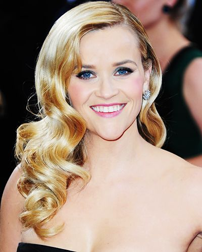 Reese Witherspoon may have had the prettiest hair on the Oscars red carpet, with her glamorous Old Hollywood waves.