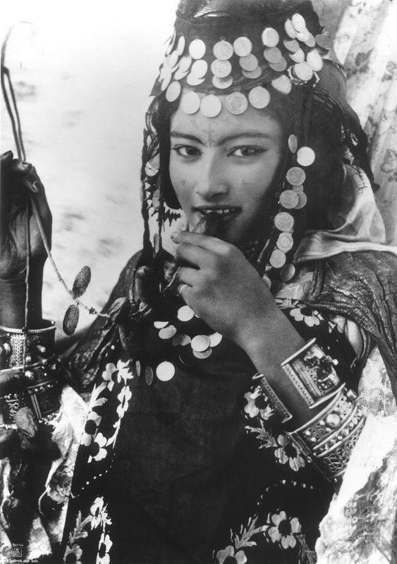 #Berber girl from #Ouled #Naïl Mountains of #Algeria, #Lehnert & #Landrock collection.  #Islam #Sufism