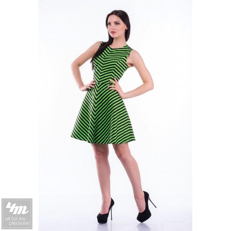 Платье Tales «Tina» Для выбора цвета и размера - перейдите в интернет-магазин: http://lnk.al/1XS8 Размеры: 42 - 48 / S -XL Состав:100% хлопок В этом модном сезоне геометрические принты имеет особую популярность и платье в полоску бесспорно занимает первое место в гардеробе модниц. Модель имеет красивую яркую расцветку и выполнена из очень приятной хлопковой ткани. Расходящиеся под углом полосы создают восхитительный визуальный эффект. Рост модели на фото 168 см.  Для ухода за изделием…