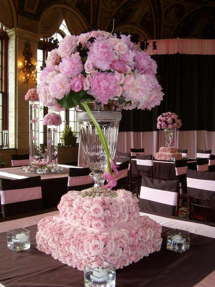 Wedding or valentine s day centerpiece idea for a pink and