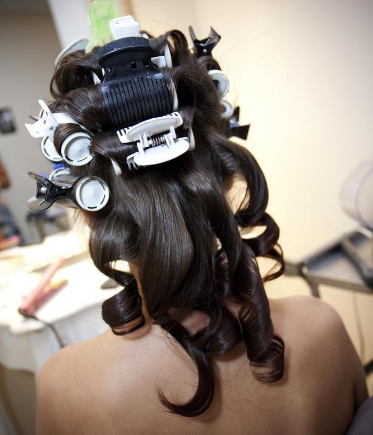 When you really want a va-va-voom look, nothing beats hot rollers. Master this handy tool with this video tutorial. #hair #hairstyle #hotrollers #curl