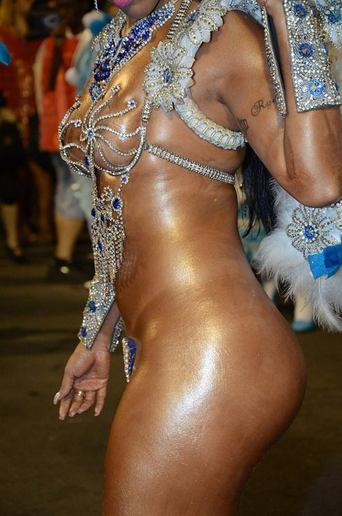 image Gostosa brasileira de bikini na praia 2