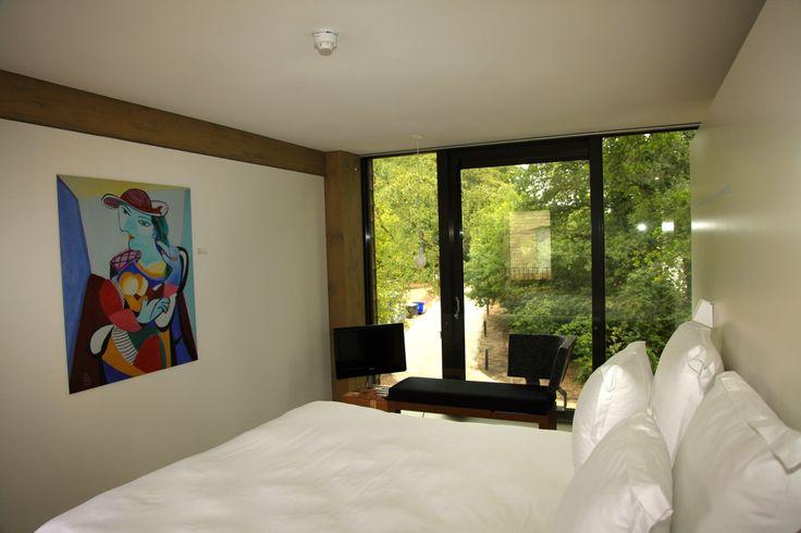 De ruime Hotelkamers hebben een groot raam voor een perfecte inval van het licht