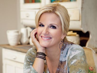Trisha Yearwood's Skillet Almond Shortbread