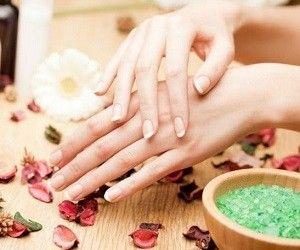 При перепадах температур и влажности воздуха, морозе и сильном ветре кожа рук нередко обветривается, краснеет и начинает шелушиться.