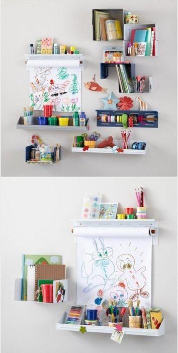Хранение детских книг и принадлежностей для творчества на настенных полках.