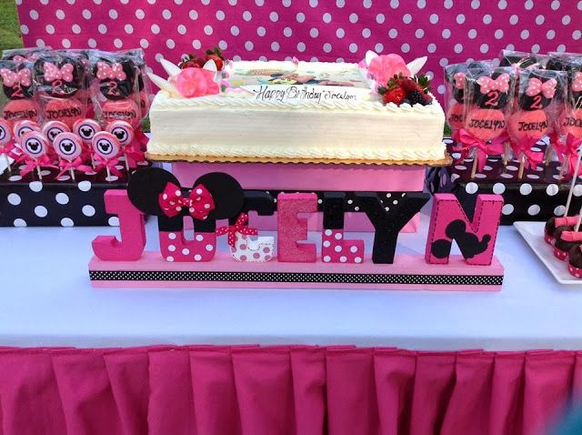 Pink minnie mouse parties party decorations via for Baby minnie decoration ideas