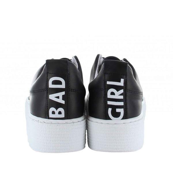Tango Sneakers model Emma 26-b. Voor alle 'bad girls'! Koop nu deze coole sneakers. Deze schoenen met uitneembaar voetbed lopen als engeltjes, ondanks dat je er zelf erg stout bijloopt ;-) Tango sneakers collectie zomer 2017. Shop direct online.