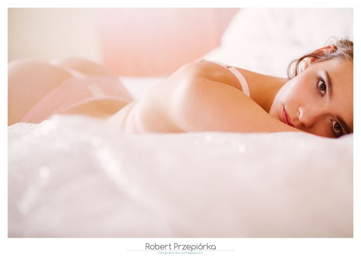 Sesja buduarowa  fot: Robert Przepiorka modelka: Shirley  cala sesja tutaj: https://robertprzepiorka.pl/slubna-sesja-buduarowa-w-apartamencie/  #sesjabuduarowa #lingerie #boudoir #boudoirphotography