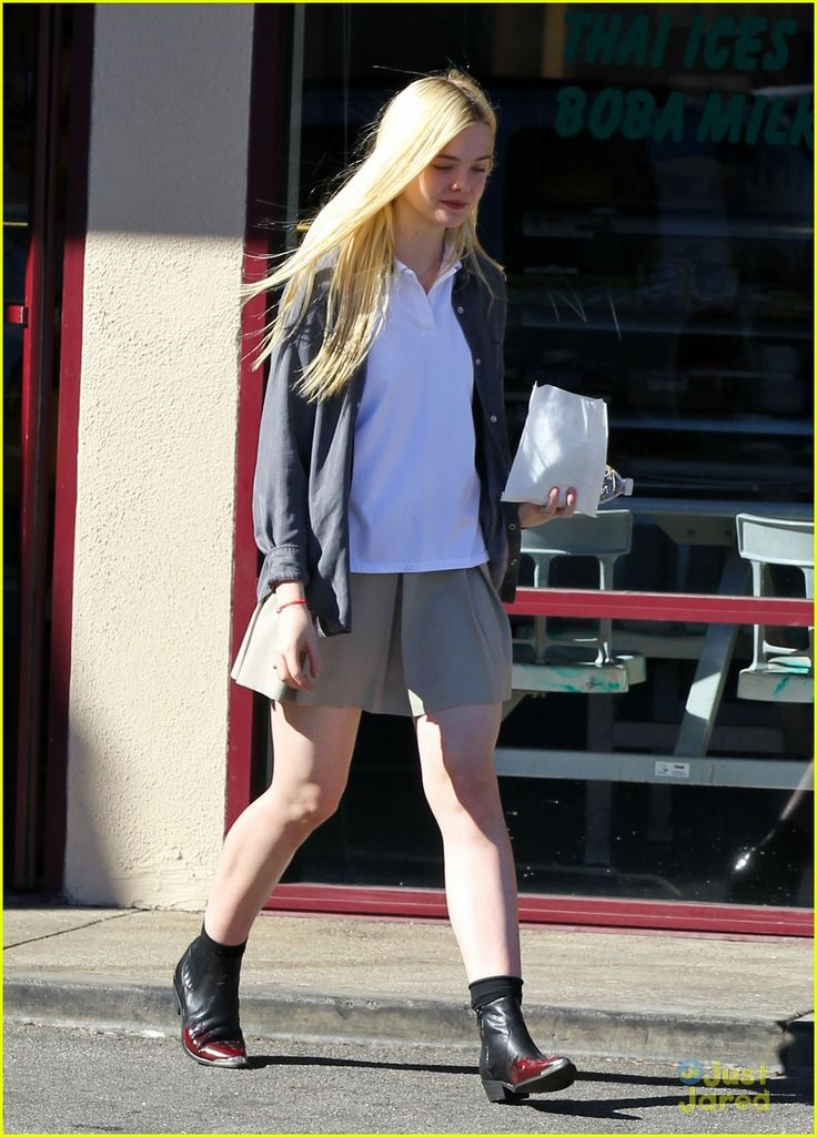 elle fanning sugar rush 07, Elle Fanning picks up a yummy, sugary treat on Tuesday afternoon (November 13) in North Hollywood, Calif.    The 14-year-old actress stopped by K's Donut Emporium…