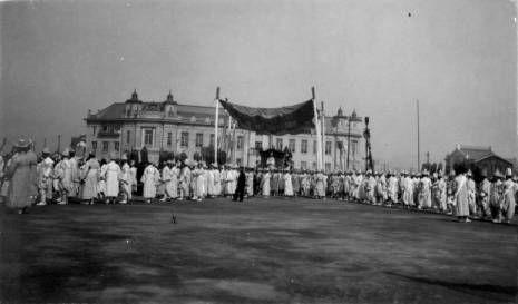 King Kojong's funeral procession :: Korean American Digital Archive