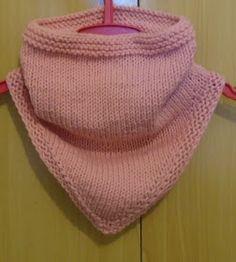 Ola pessoal,   Desta vez, estamos postando esta útil e pratica gola bandana para os dias mais frios.  Ela foi confeccionada, com a técnica d...