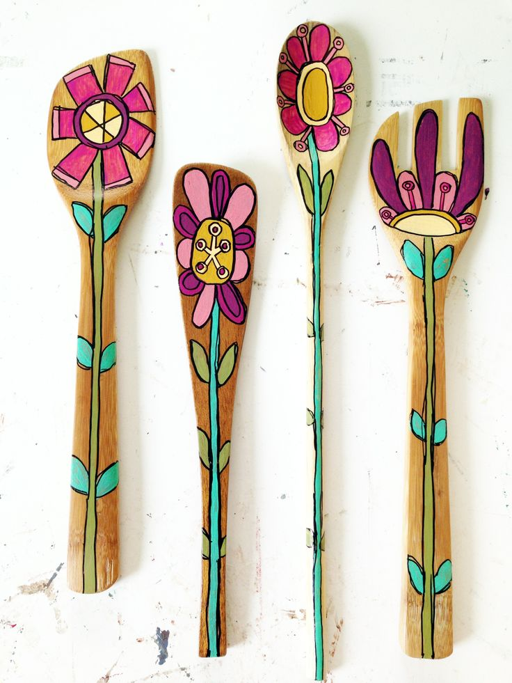 Fun flowers made from old wooden utensils.  Follow Things With Wings' Instagram for more artsy goodness and puppy cuteness!  http://instagram.com/thingswithwings