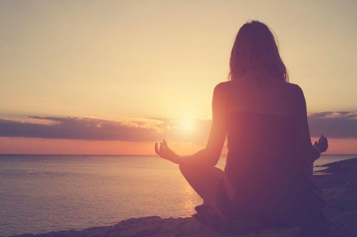 Die besten Yoga-Übungen für Anfänger - Mit Yoga können Sie Ihre Beweglichkeit verbessern und Ihre Muskeln stärken. Außerdem hat Yoga einen entspannenden Effekt auf Ihr Gemüt.