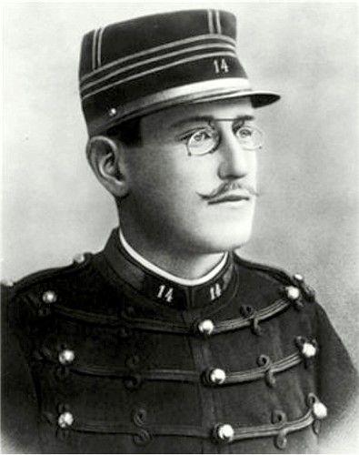 L'affaire Dreyfus La condamnation fin 1894 du capitaine Dreyfus – pour avoir prétendument livré des documents secrets français à l'Empire allemand – était une erreur judiciaire sur fond d'espionnage et d'antisémitisme,