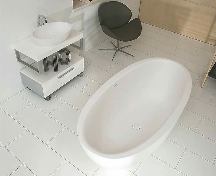 Airquatec Essential Oval Bathtub. BathtubsWellness