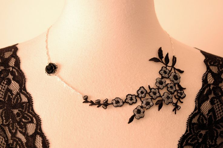 Lace Necklace Fabric Flower Necklace Lace Fashion Black silver choker Bridesmaid Gift Floral Jewelry Vintage style Wedding necklace(Etsy のJoolaDesignsより) https://www.etsy.com/jp/listing/83675261/lace-necklace-fabric-flower-necklace