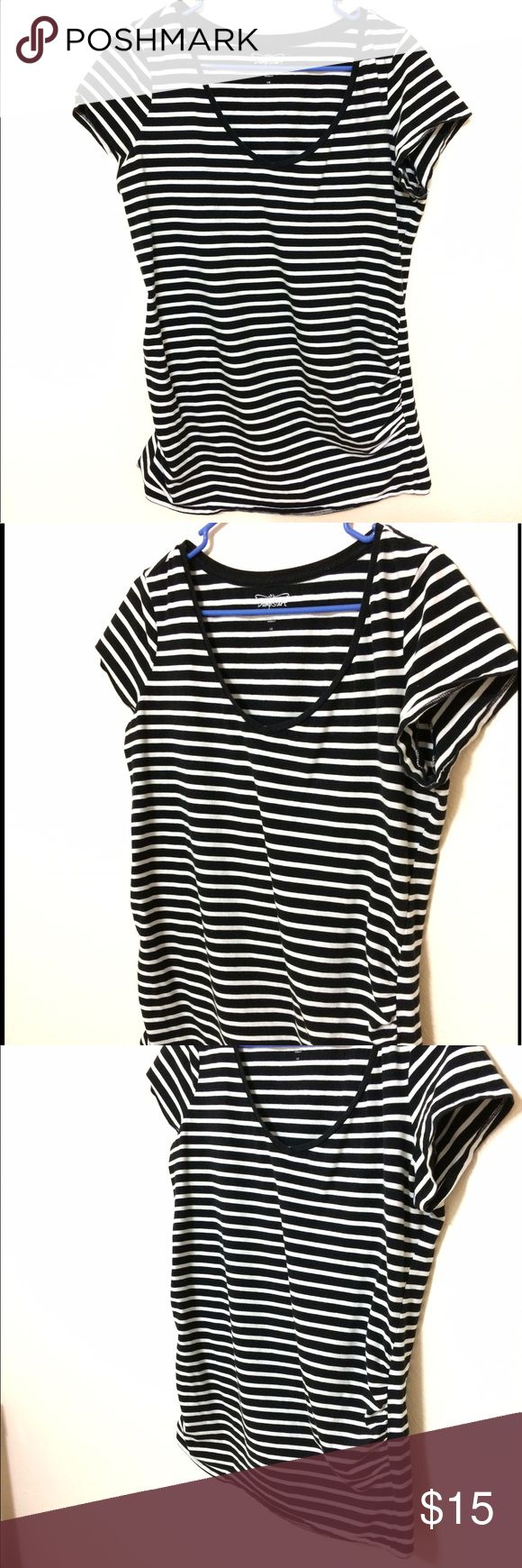 Motherhood Maternity black & white striped T-shirt BumpStart by Motherhood maternity black and white striped t-shirt. Scoop neck style. Side ruffling so this shirt can grow with your belly! Very loose and comfy fit. I can't tell you enough how comfy this shirt is! Great quality. Enough fabric and stretch to use while breastfeeding as well. Pet free and smoke free home. Motherhood Maternity Tops Tees - Short Sleeve