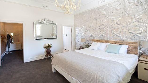 House Rules 2014 - Bomber  Mel's House - Main bedroom